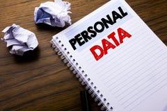 Текст сочинительства показывая личные данные Концепция дела для предохранения от цифров написанного на бумаге примечания блокнота Стоковое Изображение