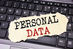 Текст сочинительства показывая личные данные Концепция дела для предохранения от цифров написанного на липкой бумаге примечания н Стоковая Фотография