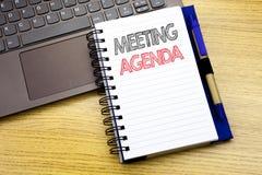 Текст сочинительства показывая повестку дня заседания Концепция дела для плана план-графика дела написанного на книге тетради на  Стоковые Фото