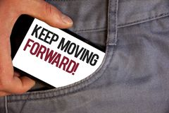 Текст сочинительства слова держит двинуть вперед мотивационный звонок Концепция дела для прогресса оптимизма упорно добиваться на стоковое фото
