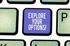 Текст сочинительства слова исследует ваши варианты Концепция дела для попытки получить, что больше информации сделать клавиатуру  стоковое фото