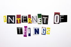 Текст сочинительства слова показывая концепцию интернета вещей сделанных различного письма газеты кассеты в случай дела на whi Стоковое Изображение