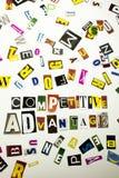 Текст сочинительства слова показывая концепцию конкурентного преимущества сделанную различного письма газеты кассеты в случай дел Стоковая Фотография