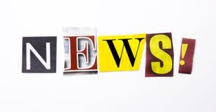 Текст сочинительства слова показывая концепцию новостей сделанную различного письма газеты кассеты в случай дела на белой предпос Стоковые Фото