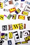 Текст сочинительства слова показывая концепцию новостей сделанную различного письма газеты кассеты в случай дела на белой предпос Стоковое фото RF