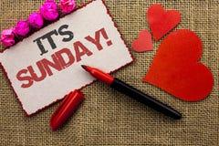 Текст сочинительства слова свой звонок воскресенья Концепция дела для Relax наслаждается ослаблять дня отдыха каникул выходных пр стоковое изображение rf