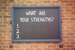 Текст сочинительства слова что ваше Strengthsquestion Концепция дела для говорит нам ваши самые лучшие навыки качеств стоковое фото rf