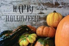 Текст счастливый хеллоуин и тыквы Стоковые Фото