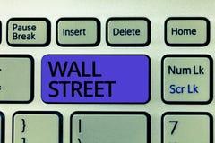 Текст Уолл-Стрит почерка Дом смысла концепции брокерств нью-йоркская биржа размещает штаб стоковые фото
