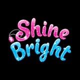 Текст яркого блеска светит яркому Чертеж для одежд, футболок, тканей или упаковки детей Пинк и голубые слова со сверкнают на черн бесплатная иллюстрация