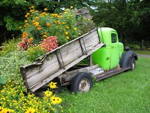 тележка нагрузки цветков стоковые фото