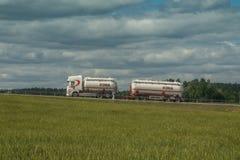 Тележка на сельском шоссе Стоковая Фотография RF