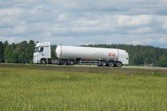 Тележка на сельском шоссе Стоковые Фотографии RF