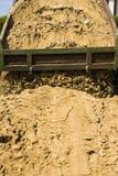 Тележка сбрасывает свою нагрузку песка Стоковая Фотография