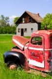 тележка фермы старая красная Стоковые Изображения