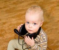 телефоны уха мальчика старые Стоковое Изображение