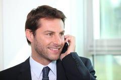 телефон бизнесмена говоря Стоковые Фотографии RF