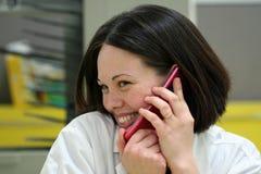 телефон девушки клетки Стоковое Фото