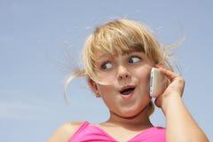 телефон девушки стороны клетки смешной Стоковые Фото