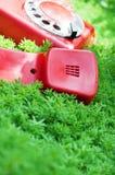 телефон зеленого цвета травы старый красный Стоковое Фото