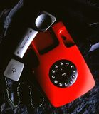Телефон на черном утесе стоковые изображения rf