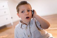 телефон ребенка говоря Стоковые Изображения RF