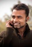 телефон человека многодельной клетки индийский стоковые фотографии rf