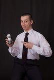 телефон человека указывая детеныши Стоковое Изображение RF