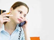 телефон 2 девушок Стоковая Фотография RF