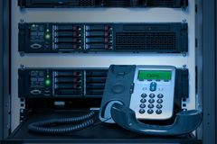 Телефон IP телефона VOIP в комнате центра данных Стоковые Изображения RF
