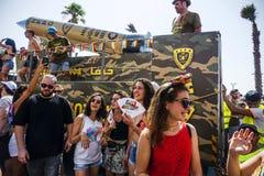 ТЕЛЬ-АВИВ, ИЗРАИЛЬ - 8-ОЕ ИЮНЯ 2018: Участники гей-парада Para стоковое изображение rf