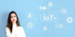 Тема безопасностью IoT с молодой женщиной стоковые изображения