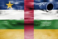 Тема военной мощи, танк нерезкости движения с центрально-африканским r стоковая фотография rf