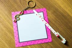 Тема рождества для дизайна, приветствий праздника Ручка, лист, дискантовый стоковое фото rf