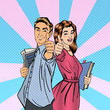 тема студентов отношений друзей образования пар Показывать человека и женщины большой Стоковые Фотографии RF