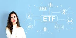 Тема Cryptocurrency ETF с молодой женщиной стоковое изображение rf