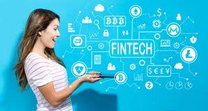 Тема fintech Cryptocurrency при молодая женщина используя таблетку стоковые фотографии rf