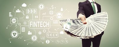 Тема fintech Cryptocurrency с бизнесменом с наличными деньгами стоковые фото