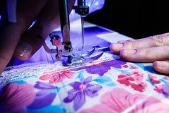 Тема needlework, шить, dressmaking, швейная машина Стоковая Фотография RF