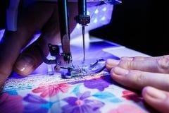 Тема needlework, шить, dressmaking, швейная машина Стоковые Фото
