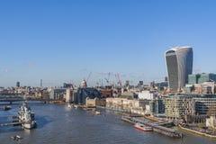 Темза и город, Лондон стоковые изображения rf