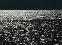 Темная вода с предпосылкой отражений солнца Стоковая Фотография
