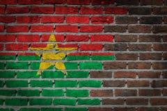 Темная кирпичная стена - Буркина Фасо стоковая фотография rf