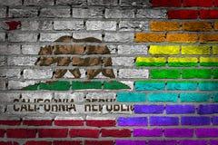 Темная кирпичная стена - права LGBT - Калифорния стоковые фотографии rf