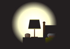 Темная комната - кровать nighttime Стоковые Изображения