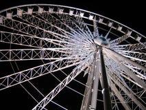 темная ноча ferris над белизной колеса неба Стоковые Фотографии RF