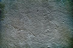 Темная, пакостная предпосылка старая поцарапанная стена Сер-белые тоны, грубая текстура Стоковое фото RF