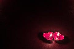 Темная предпосылка с сердцами свечи Стоковое фото RF
