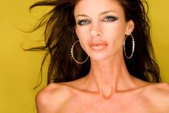 темная с волосами модель женское бельё Стоковые Фотографии RF