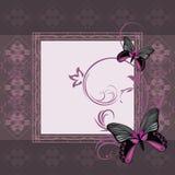 Темная фиолетовая орнаментальная рамка с стилизованными бабочками Стоковые Изображения RF